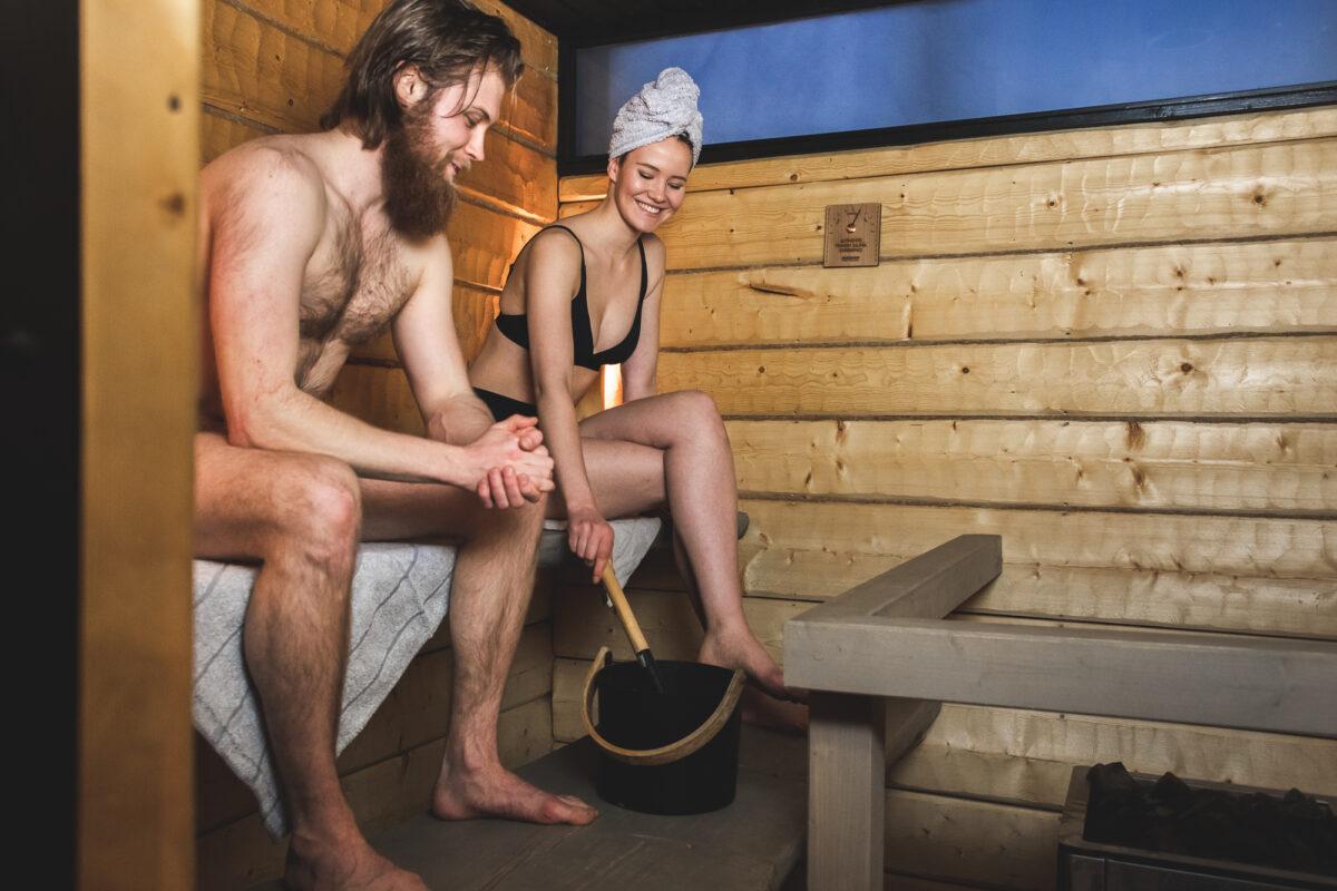 Saunojat saunassa